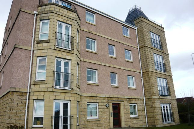 Thumbnail Flat to rent in Inverewe Place, Dunfermline