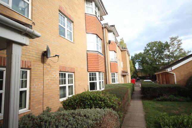 Thumbnail Flat to rent in Suffolk Close, Burnham, Slough