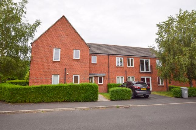 2 bed flat to rent in Parkgate Road, West Timperley, Timperley, Altrincham WA14