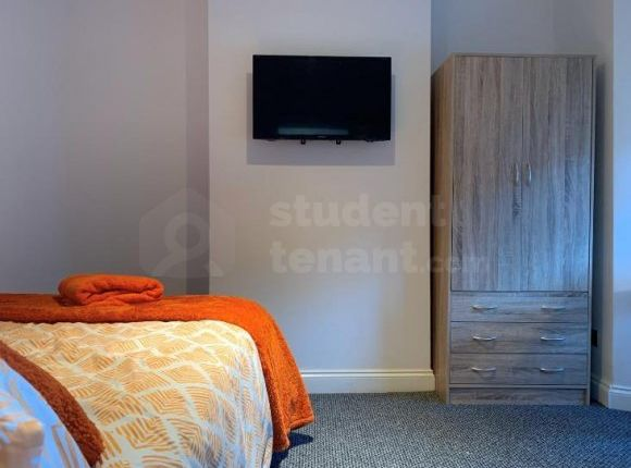 Thumbnail Shared accommodation to rent in Corporation Road, Gillingham, Medway