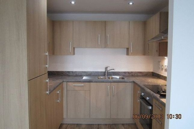2 bed flat to rent in Bournemouth Road, Peckham Rye