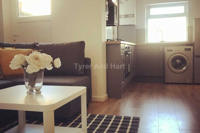 Thumbnail Shared accommodation to rent in Molyneux Road, Kensington, 3 Ensuite House Share