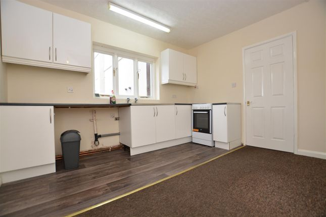Thumbnail Flat to rent in High Street, Crowle, Scunthorpe