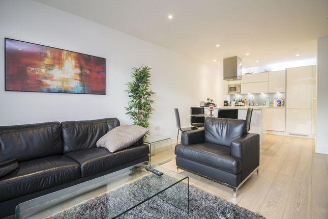 2 bed flat to rent in Kensington Apartments, Aldgate, London