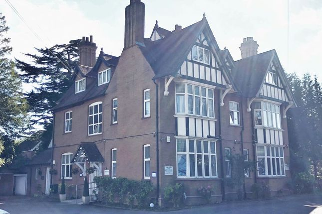 Thumbnail Hotel/guest house for sale in Gatwick Inn Hotel, 50 Bonehurst Road, Horley, Surrey