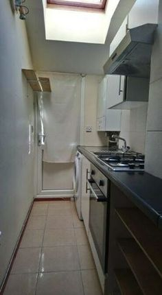 Thumbnail Flat to rent in Corporation Road, Cardiff