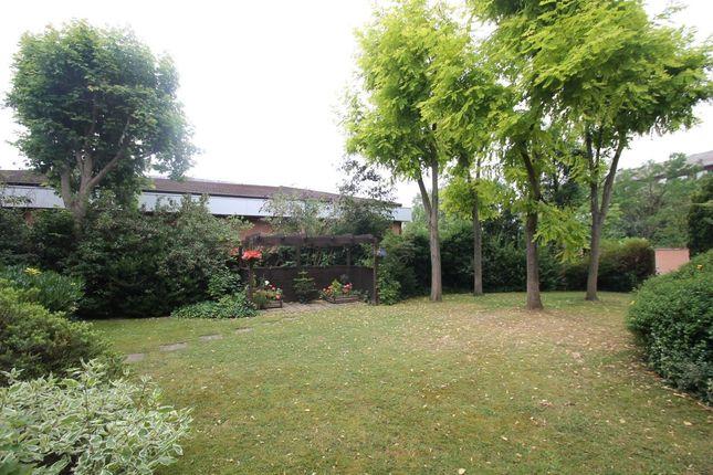 Garden of Diamond Court, Hornchurch RM11