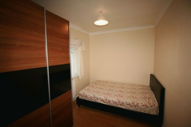 Thumbnail Room to rent in Brooks Avenue, London