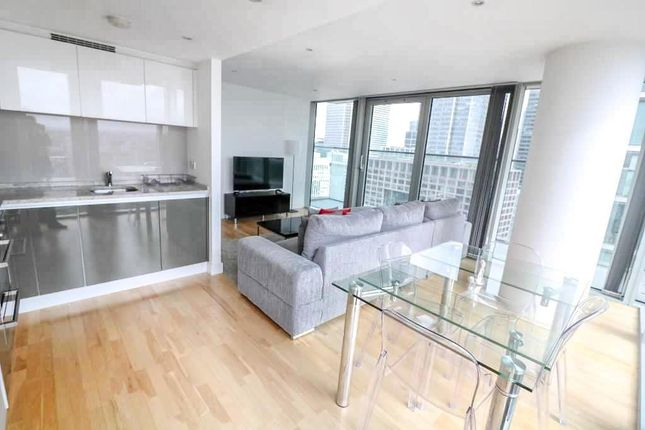 Thumbnail Flat to rent in Landmark West Tower, 22 Marsh Wall, Canary Wharf, London