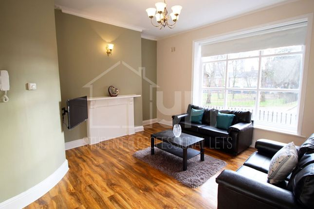 Thumbnail Flat to rent in Queen Square, Leeds