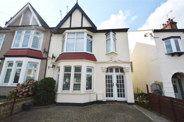 Thumbnail Flat for sale in Leighton Avenue, Leigh On Sea, Essex