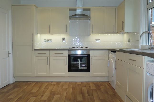 Thumbnail Flat for sale in Just Renovated. Sunninghill Centre, Sunninghill Village, Ascot Berks