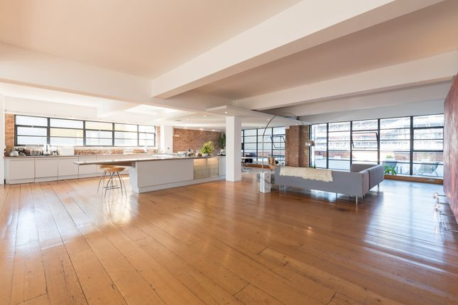 Thumbnail Flat for sale in York Way, London