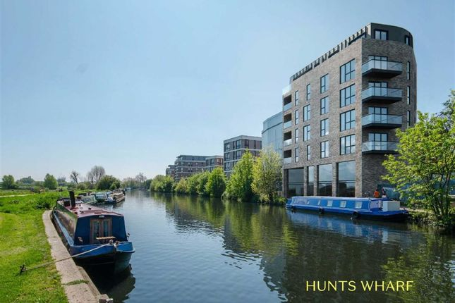 Thumbnail Flat for sale in Leaside Road, London