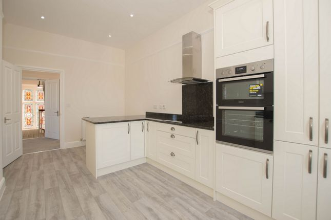 3 bed flat for sale in Crabble Hill, River Outskirts