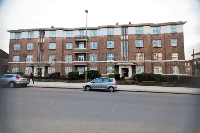 4 bed flat to rent in Windsor Court, Golders Green Road, Golders Green
