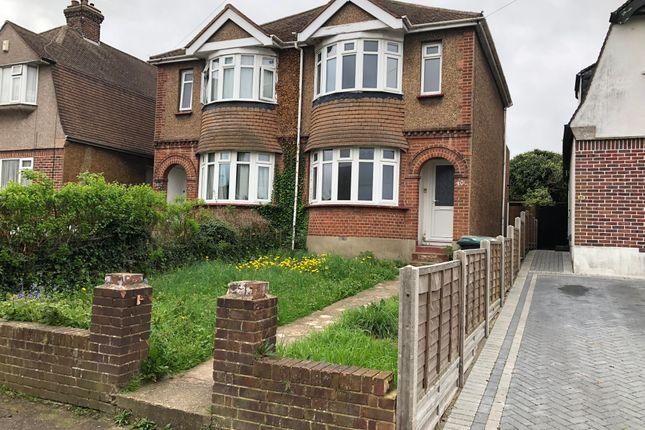 2 bed property to rent in Barr Road, Gravesend