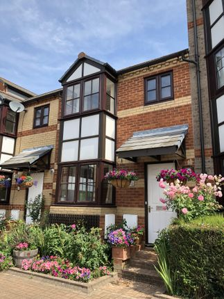 Thumbnail Town house for sale in Swan Place, Reading, Berkshire