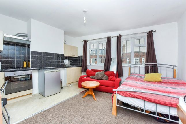 Thumbnail Flat to rent in Chapel Market, Angel Islington, London