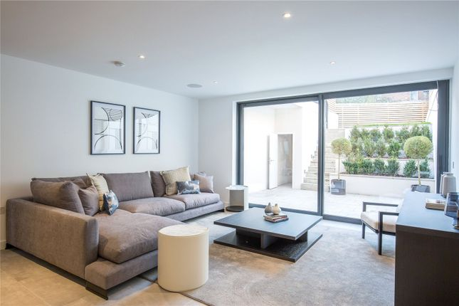 Thumbnail Terraced house for sale in Pinnacle Close, Muswell Hill, London