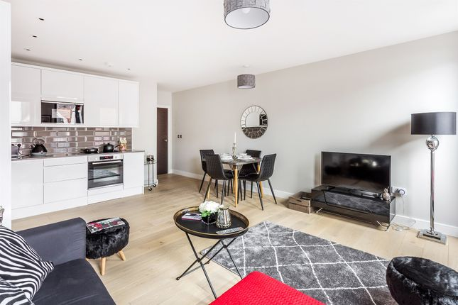 2 Bed Flat For Sale In The Chine High Street Dorking Rh4