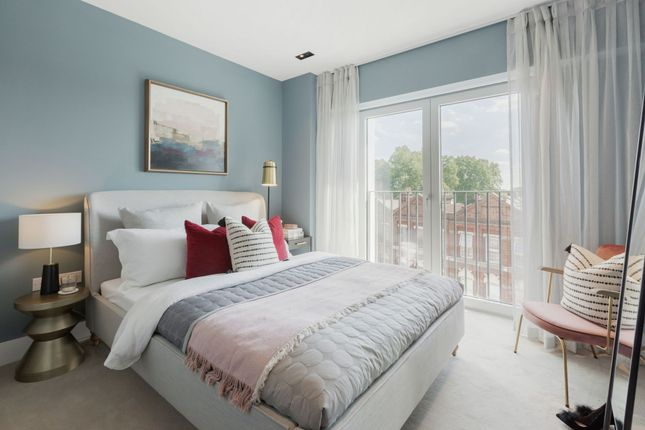 Thumbnail Flat to rent in South Lambeth Road, London