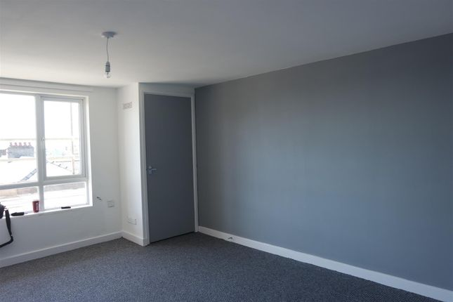 2 bed flat to rent in Charles Street, Milford Haven SA73