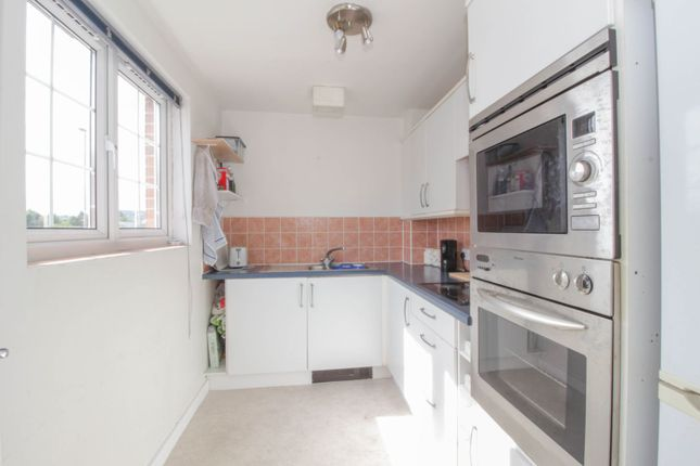 Kitchen of 10 Great Western Road, Gloucester GL1
