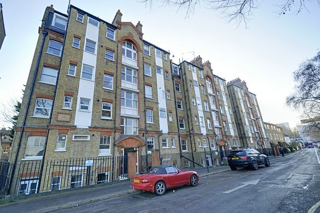 2 bed flat to rent in Dewsbury Court, Chiswick Road, Chiswick