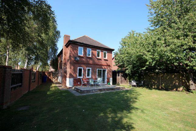 Thumbnail Detached house to rent in Sutton Close, Bury St. Edmunds