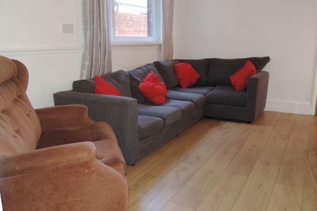 Thumbnail Flat to rent in Miskin Street, Cardiff, Caerdydd