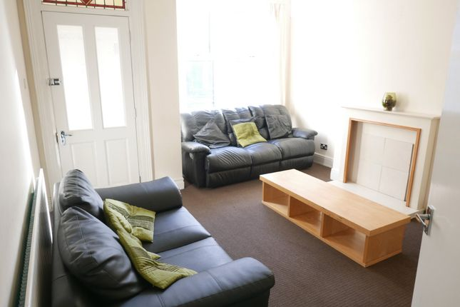 3 bed terraced house to rent in St Ives Mount, Armley, Leeds