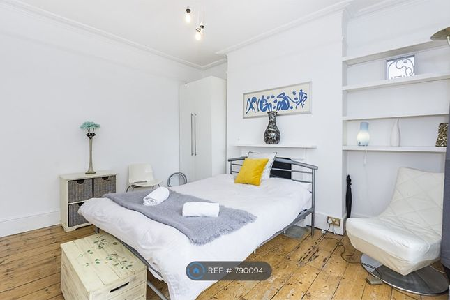 Thumbnail Flat to rent in Wray Crescent, London