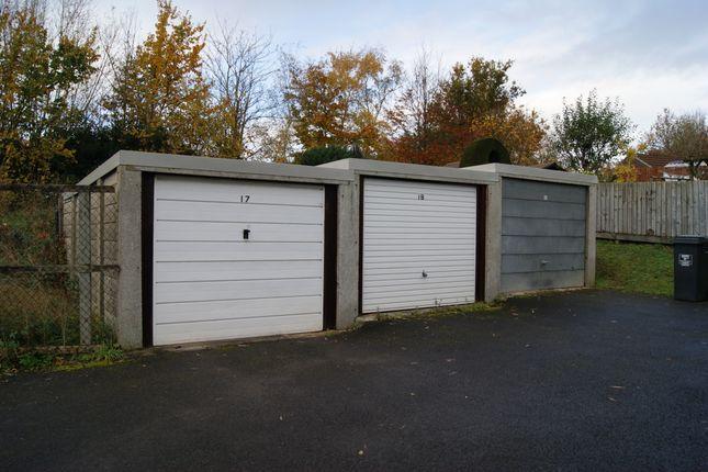 R043 Garages 17-19