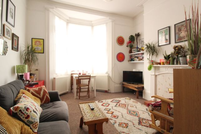 Thumbnail Flat to rent in Chatham Place, Brighton