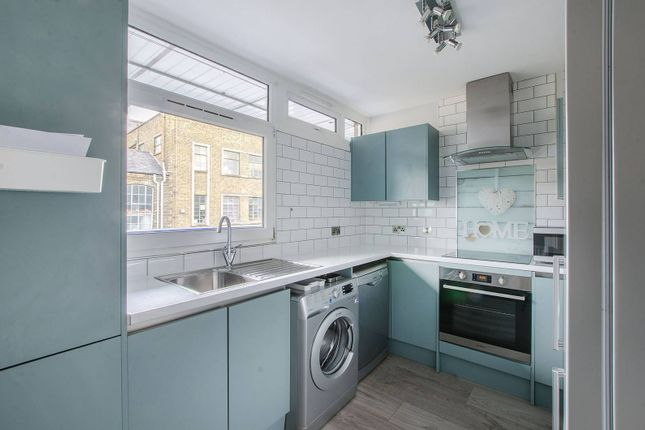 Thumbnail Flat to rent in Latona Road, Peckham, London