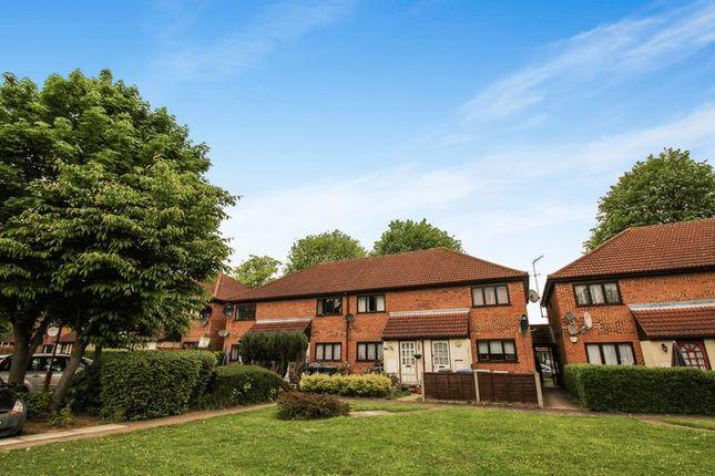 Thumbnail Flat for sale in Bridlington Road, London