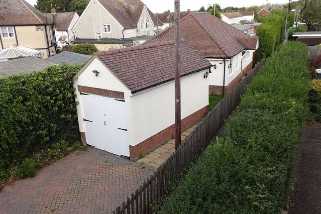 2 bed detached bungalow to rent in Potter Street, Harlow, Essex CM17