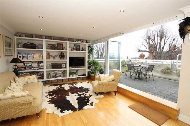 1 bed flat for sale in Lake Road, London