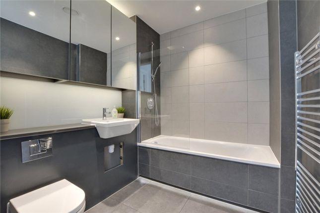 Bathroom of Bardsley Lane, London SE10
