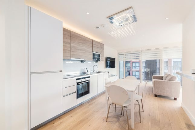 2 bed flat to rent in Park Street, London