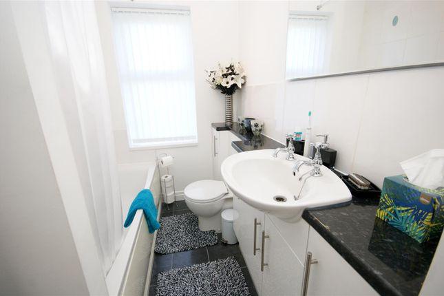 Bathroom of Smithy Carr Lane, Brighouse HD6