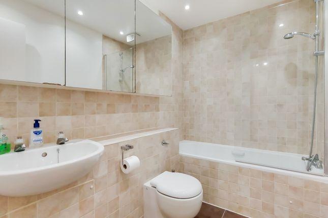 7_Bathroom-0 of Greenwich Church Street, London SE10