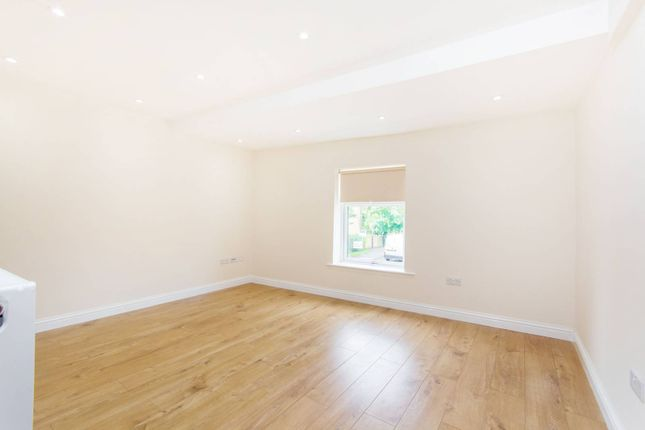 Thumbnail Flat to rent in Lind Road, Sutton