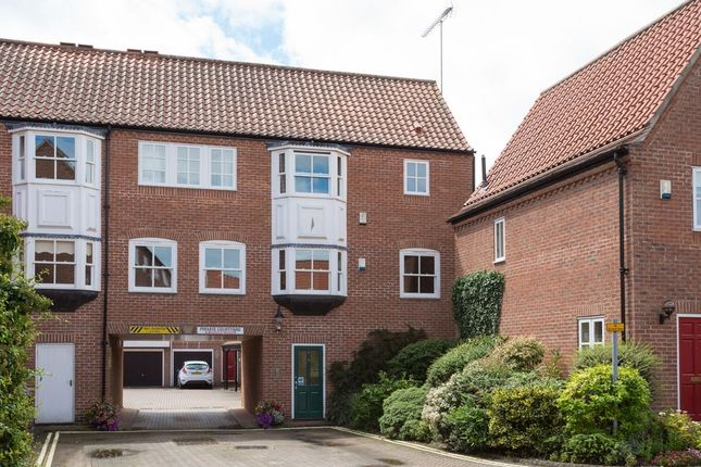 Thumbnail Flat for sale in St. Andrew Place, York