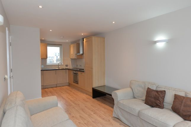 Thumbnail Flat to rent in Queensway, Southampton
