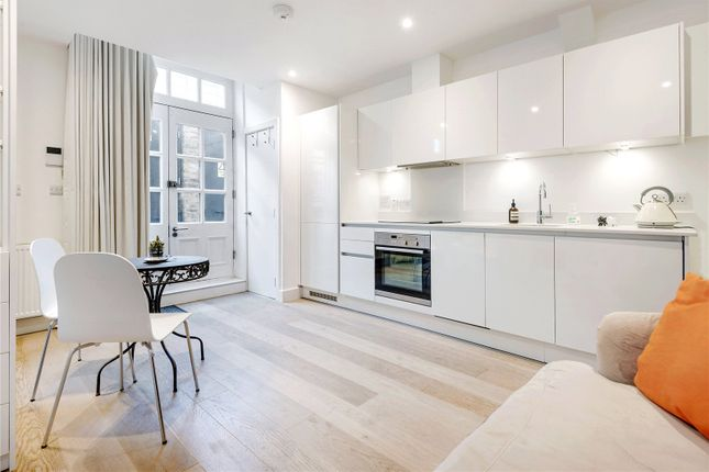 1 bed flat for sale in Avon Court, London E14