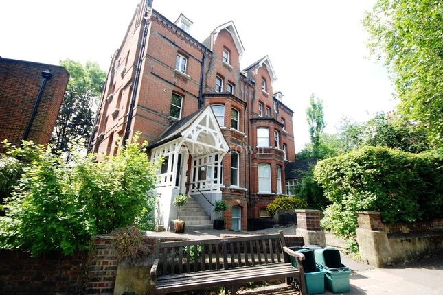 2 bed flat to rent in Fitzjohns Avenue, London NW3