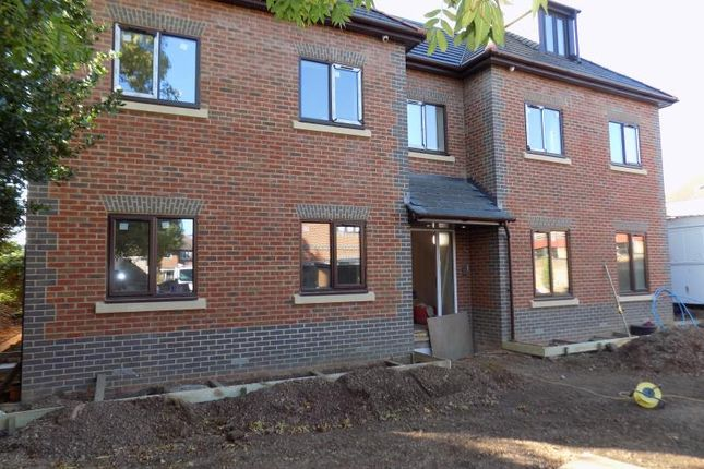 2 bed flat to rent in Merton Court, Merton Road, Slough