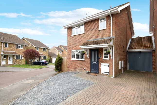3 bed link-detached house for sale in Wheelers Hill, Hook RG27